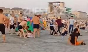 """Жестокая драка произошла на пляже """"Достар"""" в Актау - видео"""