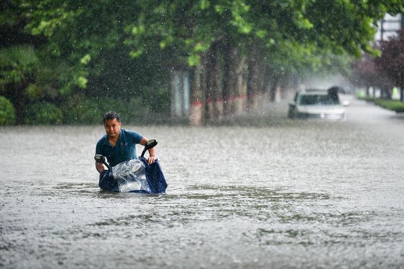В Китае наводнение разрушило плотину: есть погибшие
