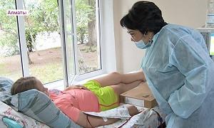 Маленькие пациенты одной из больниц Алматы получили в подарок ноутбуки