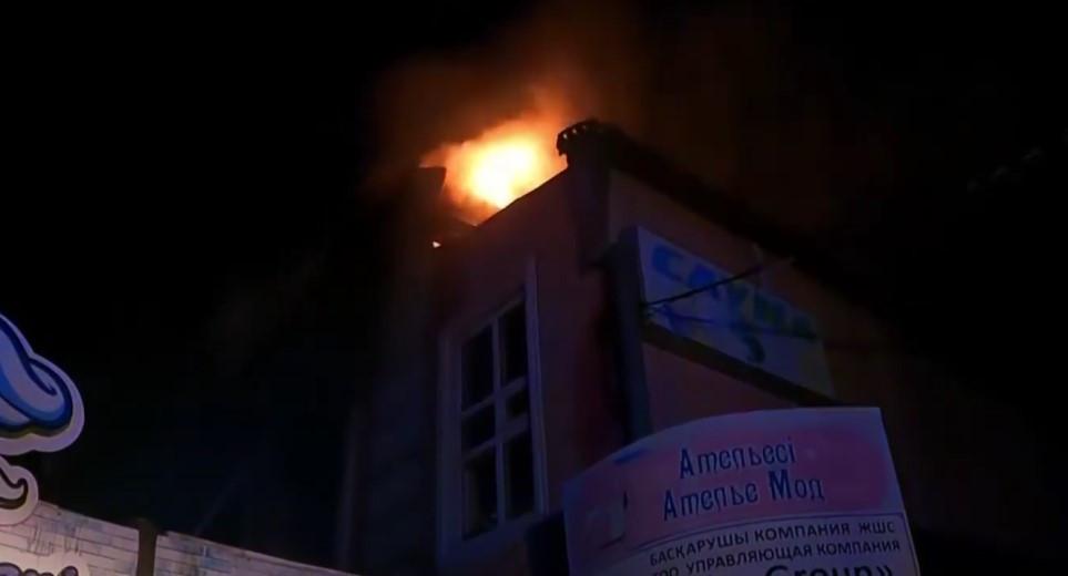 Бывшее здание гостиницы загорелось в Петропавловске