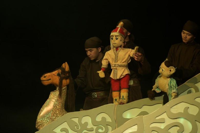 Благотворительный показ спектакля «Ер Тостик» прошел в Алматы в честь 30-летия Независимости