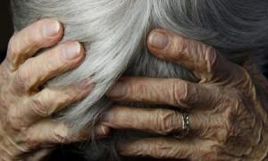 Женщина-тиран устраивала дебош и избивала родных пенсионеров