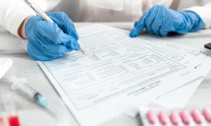 Двух медработников задержали за продажу паспортов вакцинации в Семее