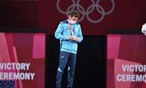 Олимпийский призер отдаст свои призовые нуждающимся
