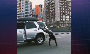 Водителя-акробата наказали за выполнение опасного трюка за рулем