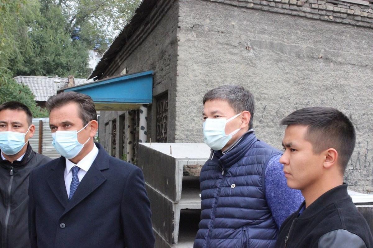 Депутаты маслихата провели мониторинг строительства по Программе реновации