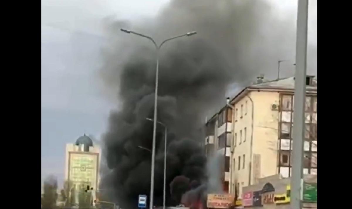 В Нур-Султане загорелись квартира и ломбард