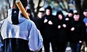 Массовая драка подростков попала на видео в Актау