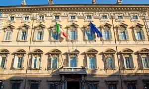 Невакцинированных от COVID-19 итальянских сенаторов не пустят на работу и лишат зарплаты