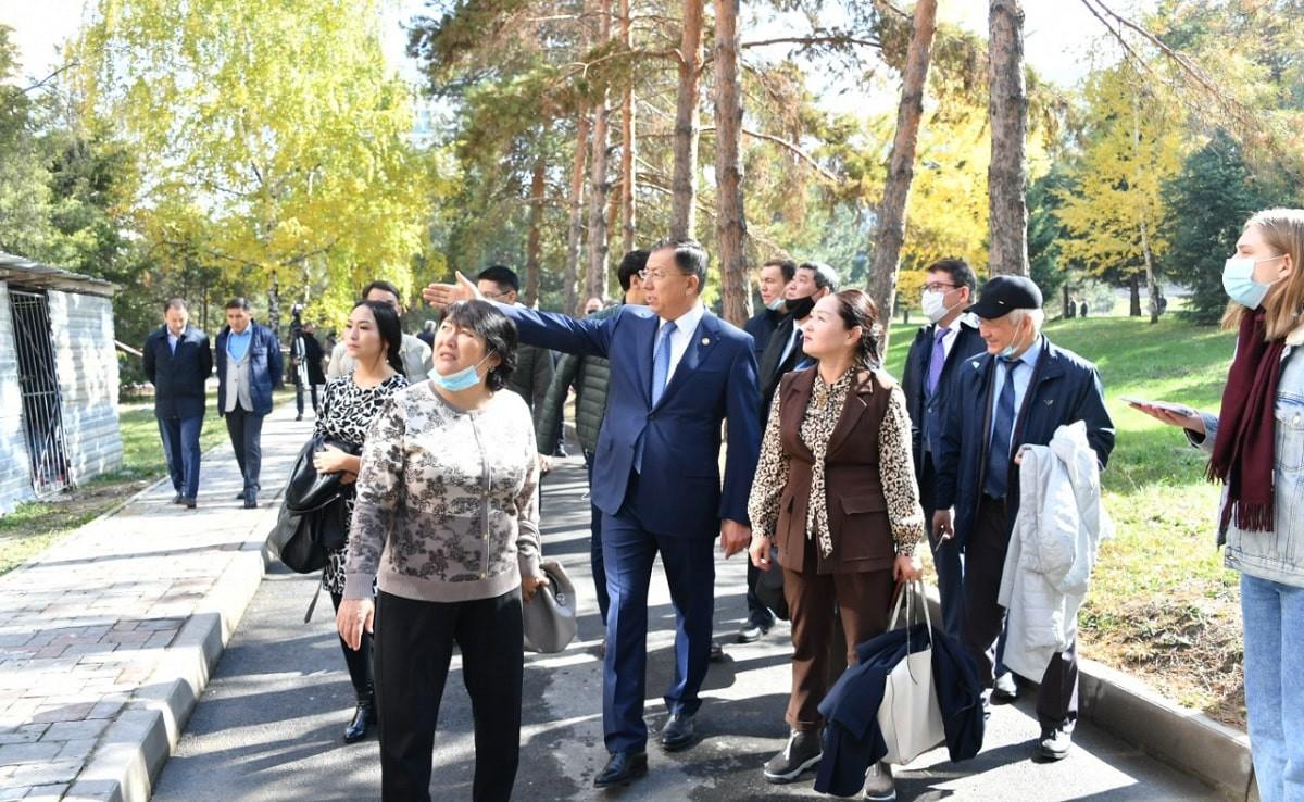 Ректор КазНУ им. аль-Фараби встретился с журналистами