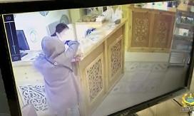 Ничего святого: женщина похитила ящик для пожертвований из столовой