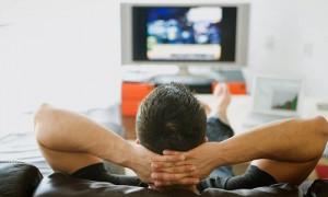 Лежать весь день и смотреть телевизор: в Британии открылась вакансия мечты