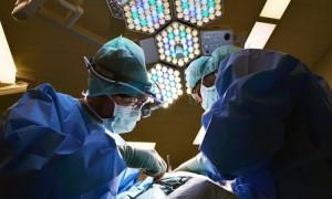 Полгода в желудке: врачи удалили проглоченный пациентом мобильный телефон