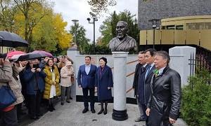 Памятник Абаю Кунанбайулы открылся в Берлине